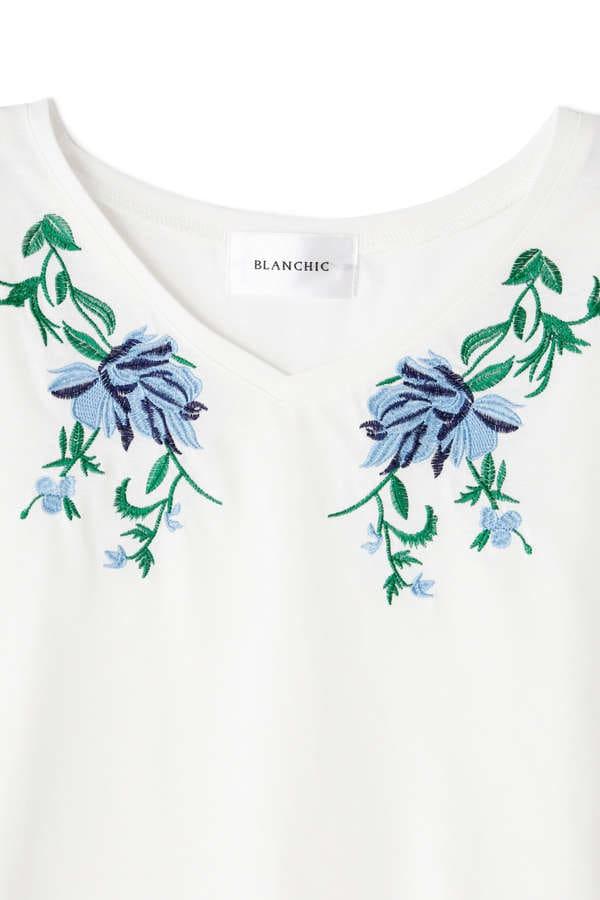 《BLANCHIC》カラーエンブロイダリーTシャツ