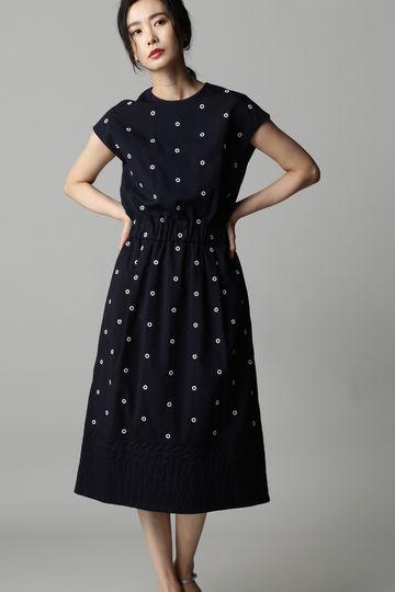 Unaca noir リング刺繍ノースリワンピース