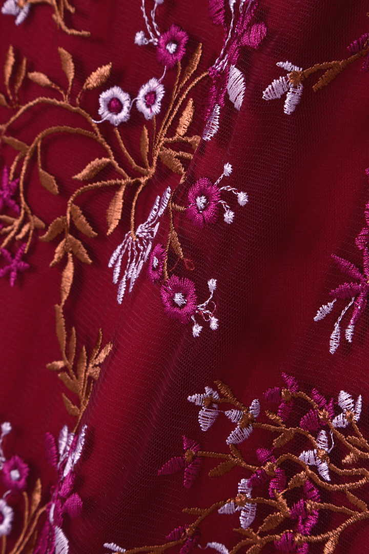 フラワー刺繍ワンピース