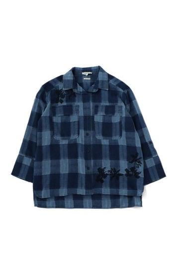 刺繍入りチェック柄シャツ