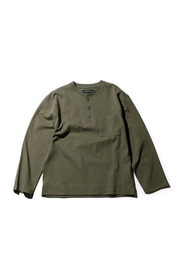 胸ポケット付き長袖トップス