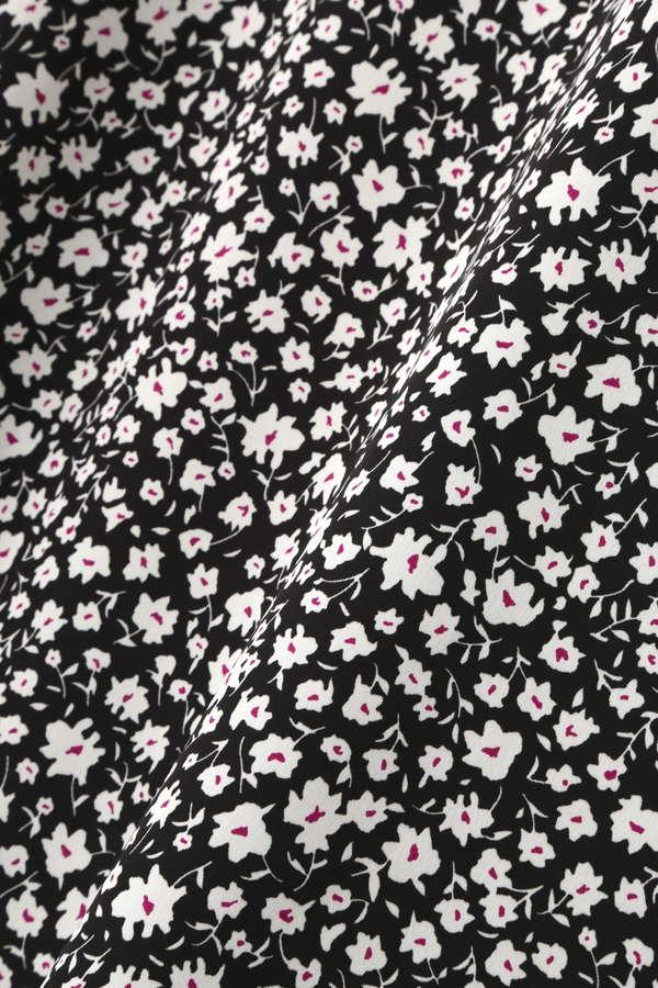 モノトーンフラワープリントスカート