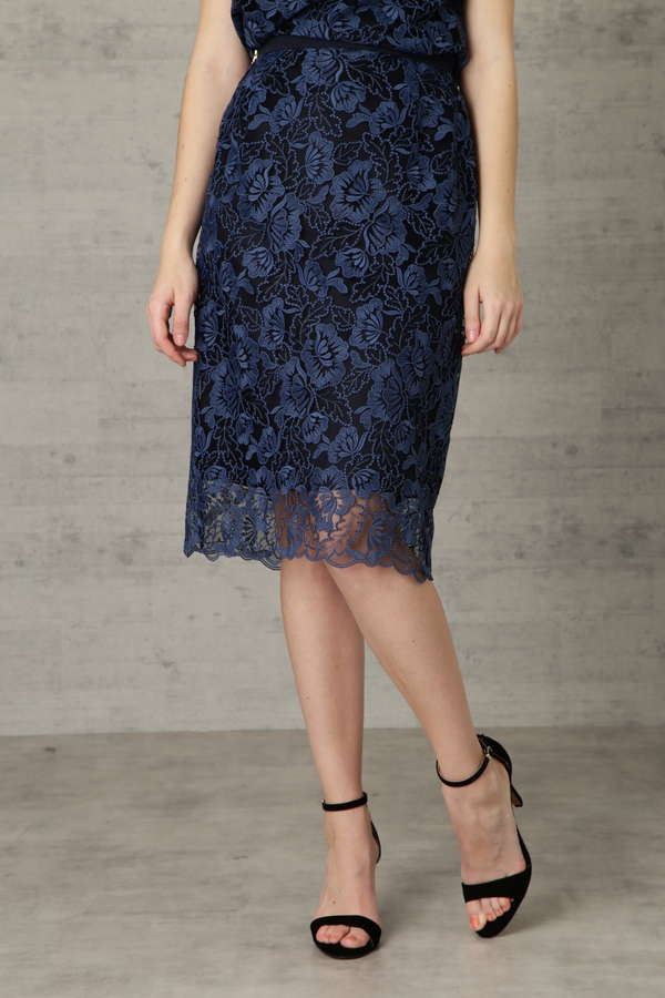 【先行予約 2月下旬 入荷予定】フラワー刺繍レース スカート