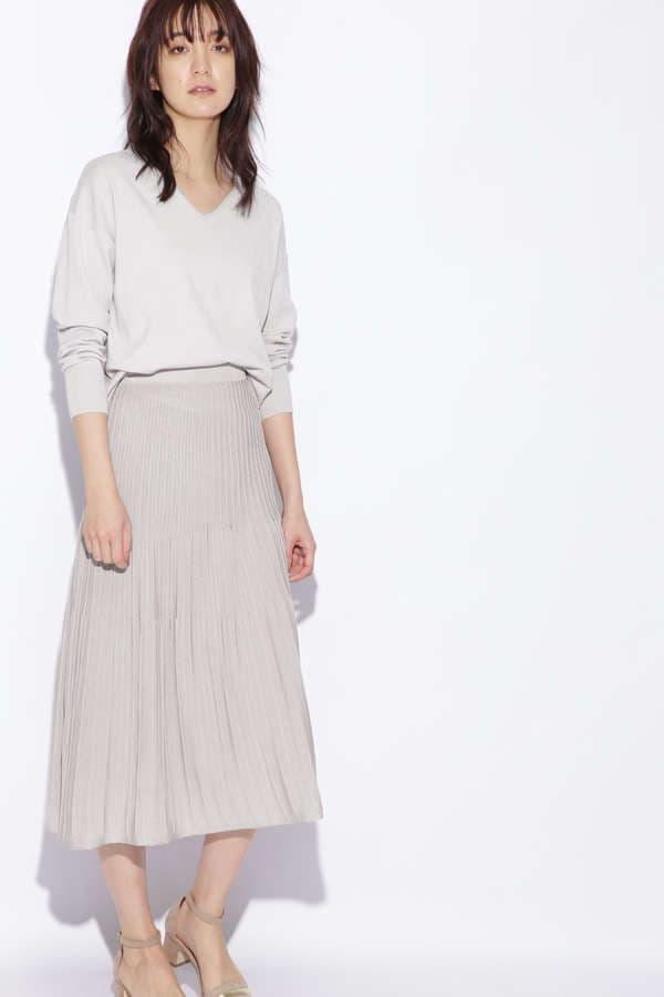 Vネックプルオーバー&プリーツスカート