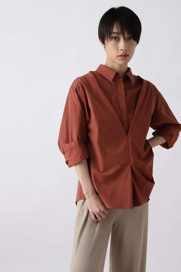 フロントタックシャツ