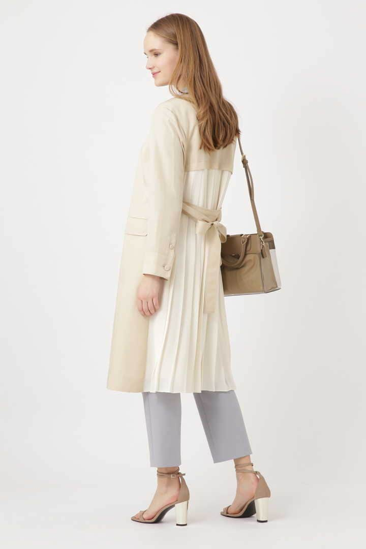 バックプリーツコート