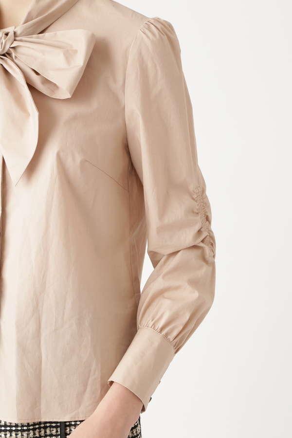 ボウタイリボン付きシャツ