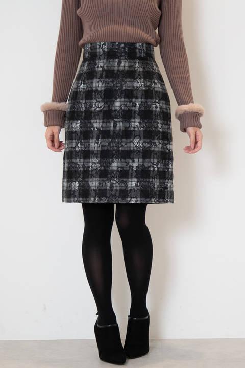 ニードルレースタイトスカート