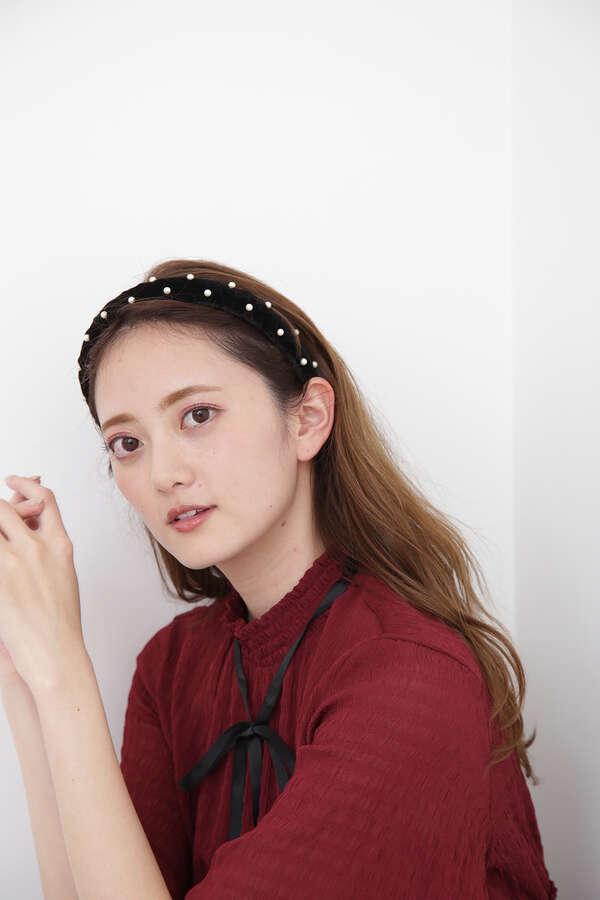 【田中 みな実さん着用 美人百花10月号掲載商品】ベロアパールカチューシャ