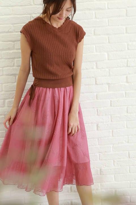 ライン刺繍スカート×ニットセットアップ