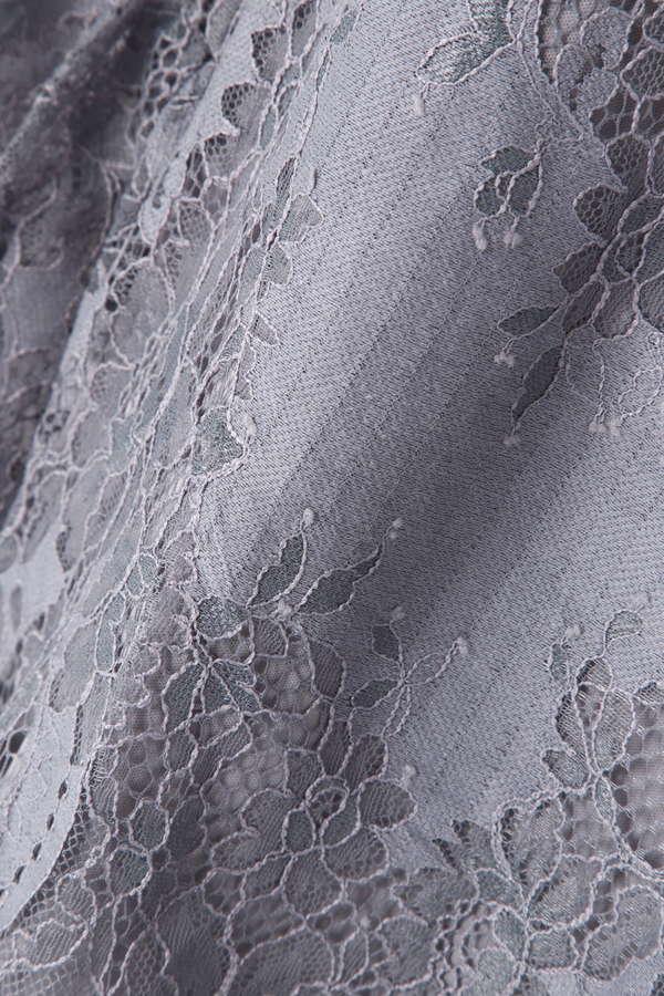 レース刺繍ブラウス