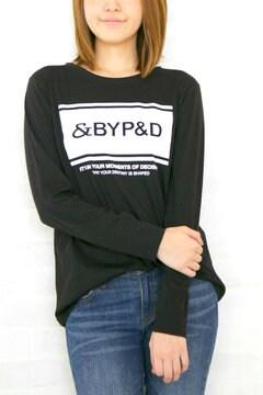 スクエアーロゴプリントTシャツ