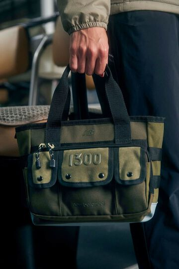 【直営店舗限定/M1300 INSPIRED PAC】カートバッグ (UNISEX)