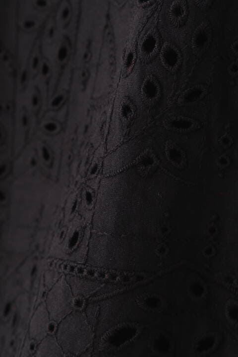 幾何アイレット刺繍ブラウス