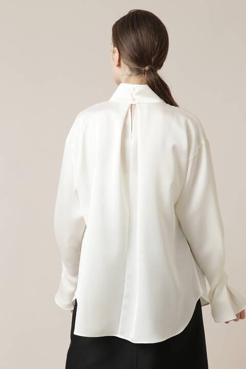 サテン変形襟ブラウス