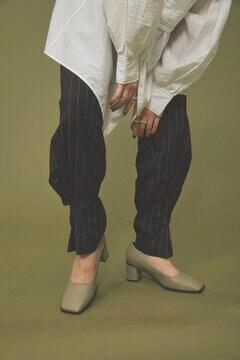 スクエアトゥパンプス