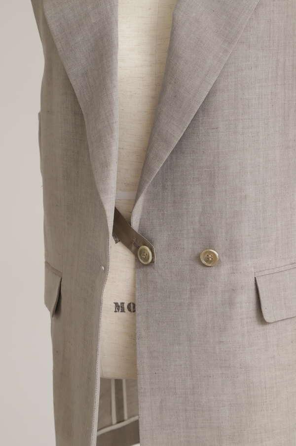 Peaked Lapel Sleeveless Jacket