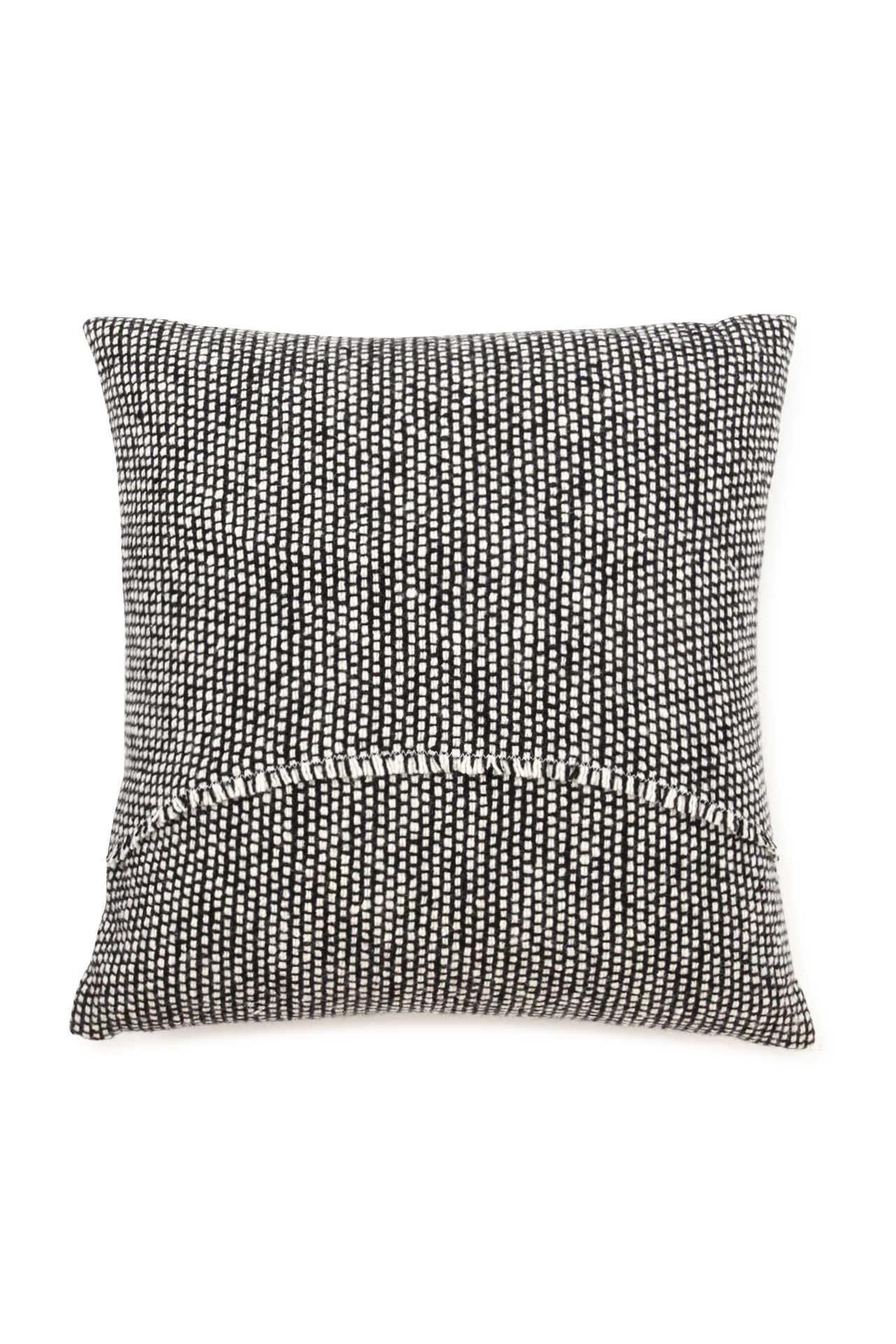 MT TWEED EMPHASIZE CUSHION2