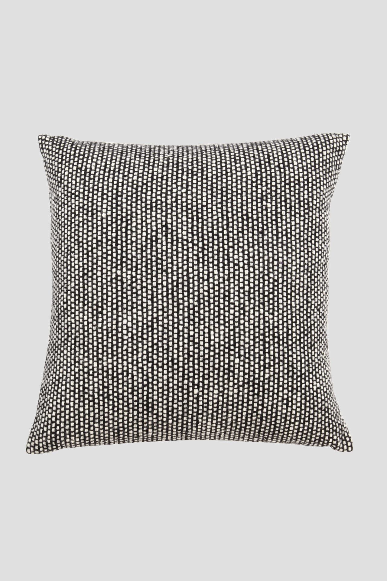 MT TWEED EMPHASIZE CUSHION1
