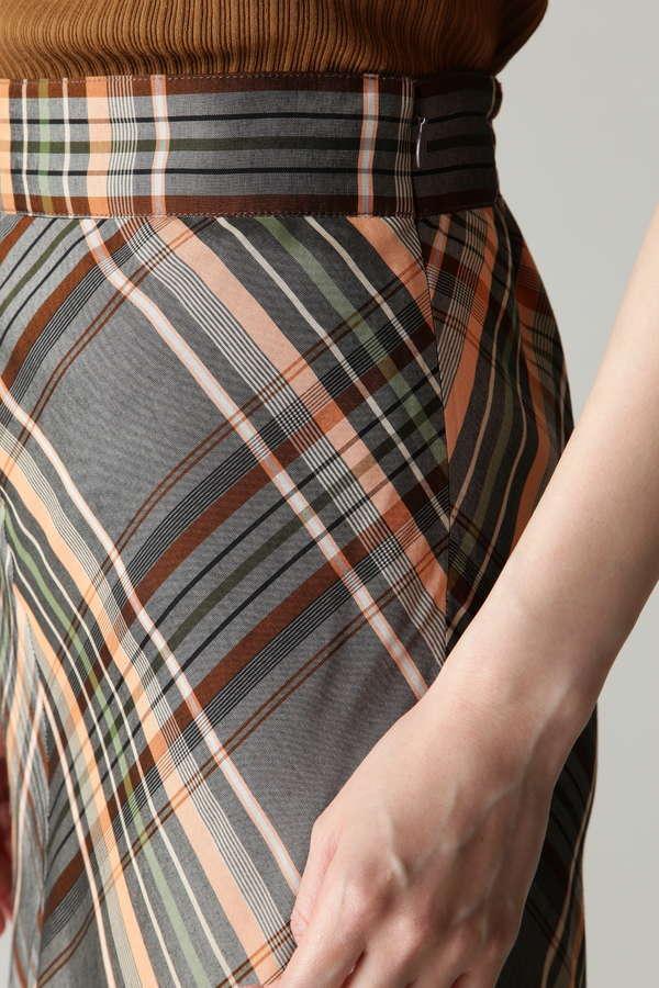 裾ランダムフレアロングスカート