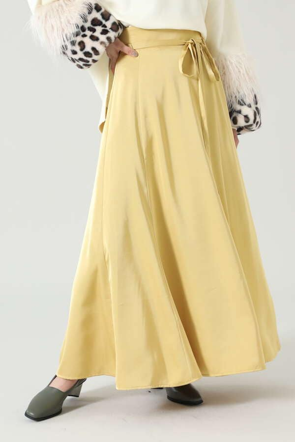サテンロングスカート