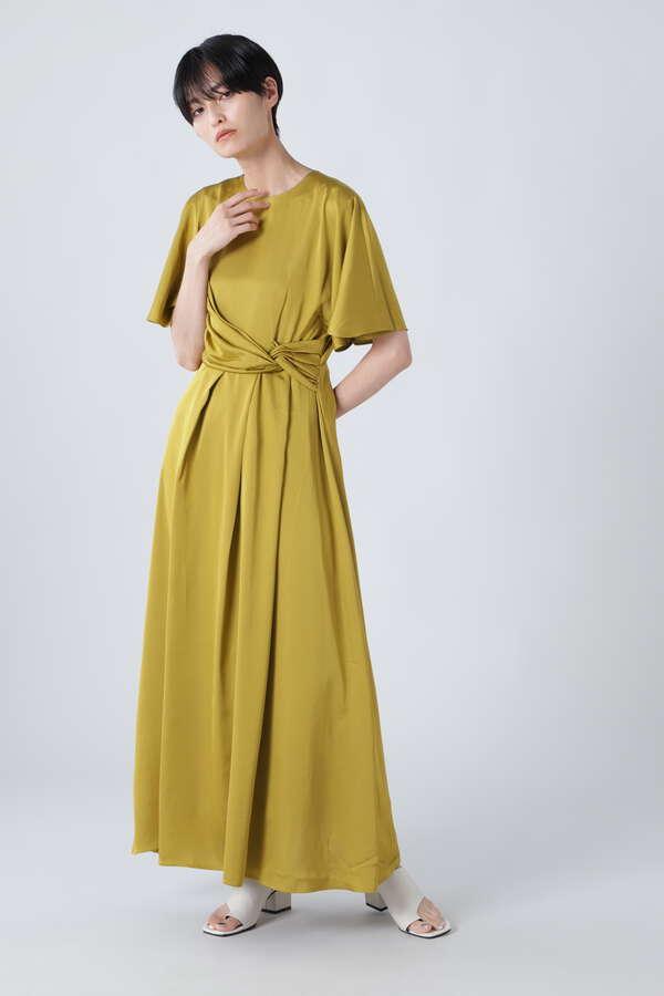 タックドレープドレス