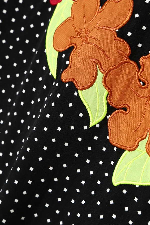 フラワーモチーフ刺繍ブラウス