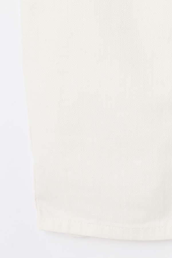 ストレートホワイトパンツ