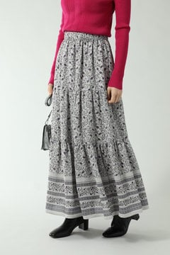 フォークロア柄スカート