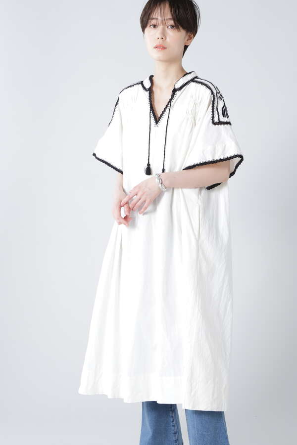 エンブロイダリースモックドレス