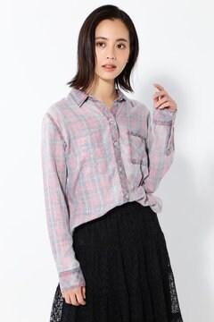 淡色チェックシャツ