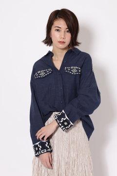 ネイティブ刺繍シャツブラウス