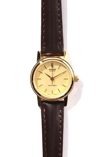 ブラウンベルトラウンド腕時計