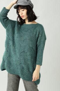 透かし編み柄ニット