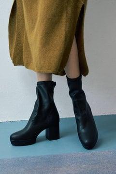 ミドル丈ブーツ