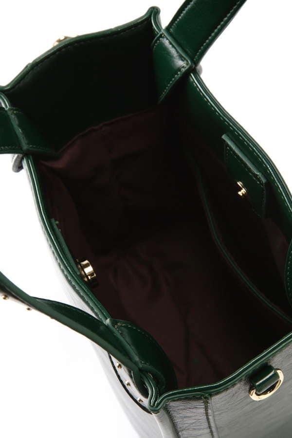 スタッズ付ショルダーバッグ