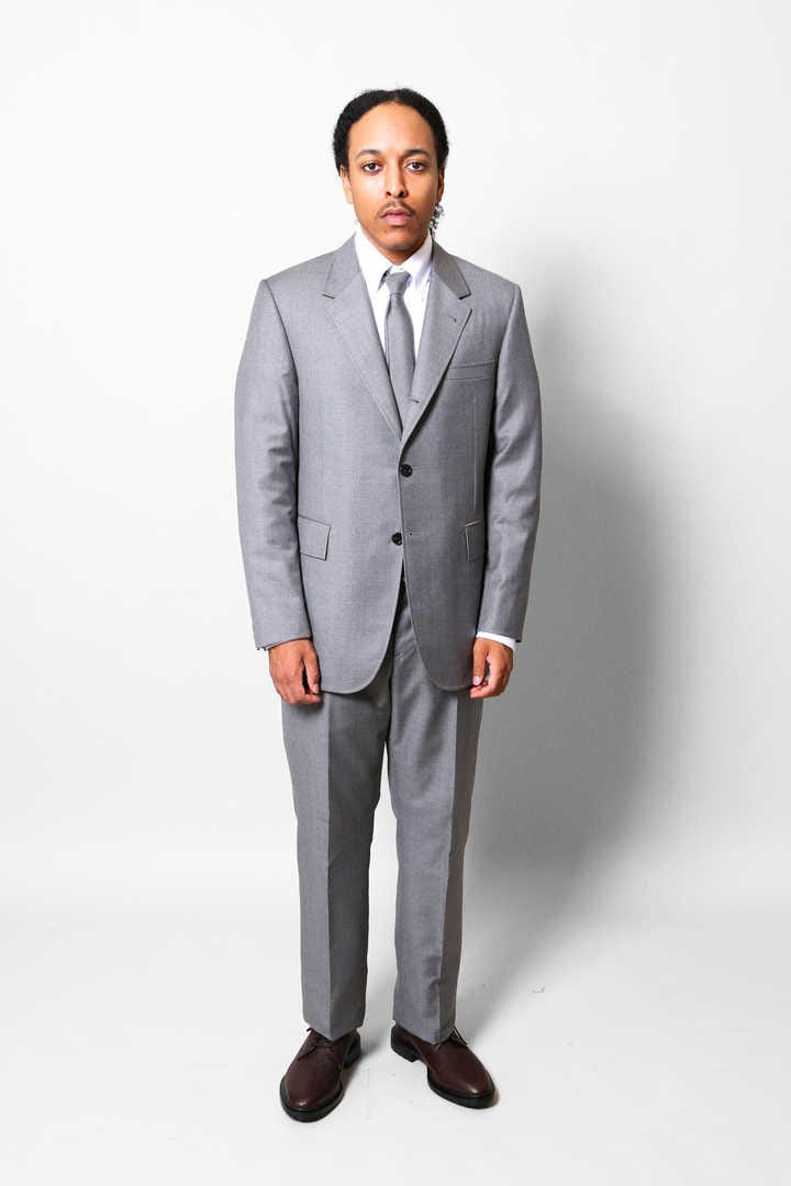 WIDE LAPEL SUIT W/TIE IN SUPER