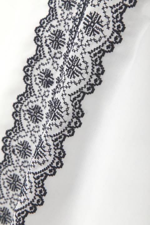 幾何刺繍ブラウス